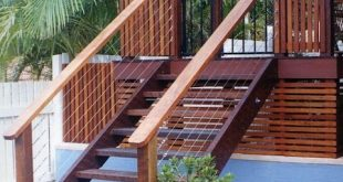 Timber screen fencing and timber steps from the deck look great. #deck #steps.