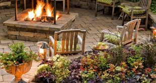 5 Outdoor Fireplaces You Will Want to Use in Your Backyard