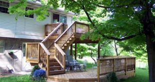 A multi-level deck that has lots of room on both levels. Wide stairs add the fin...