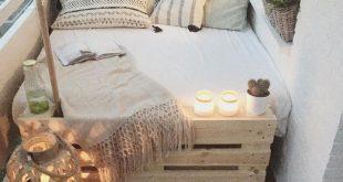 DIY Loungebett für den Balkon. Paletten weiß streichen mit dem passenden Lack,...
