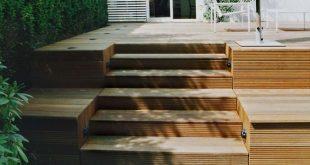 Treppe und Sitzstufen gehen ineinander über.
