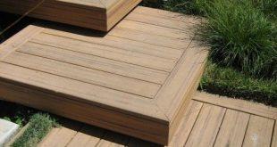 Gestapelte Holzstufen zum Deck. - Balcony .com